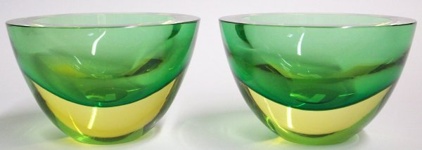 1022: TWO OGETTI ART GLASS BOWLS