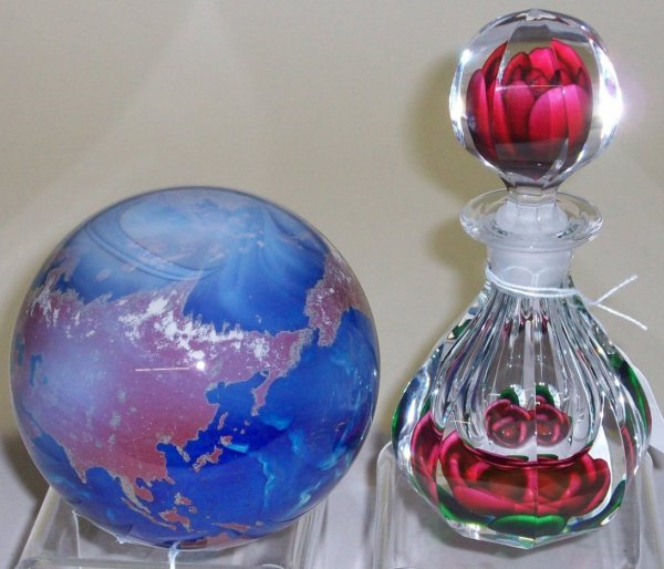 1083A: ***TWO PIECES OF ART GLASS