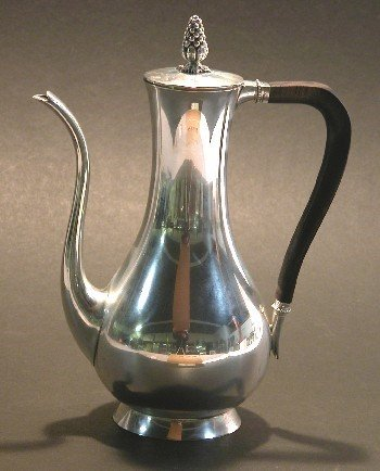 5001: TIFFANY & CO. STERLING SILVER COFFEE POT| Fitted