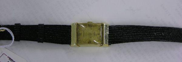 1394: GENTLEMENS WITTNAUER WRISTWATCH| Jeweled movement