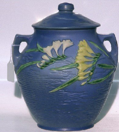1024: ROSEVILLE ART POTTERY TWO HANDLED COOKIE JAR| Fre