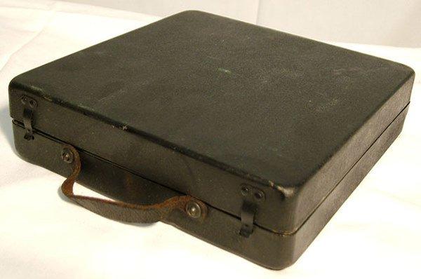 2063: POLLY PORTABLE DISC PHONOGRAPH| 78 RPM disc, circ