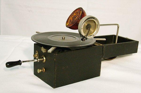 2067: CAMERPHONE PORTABLE DISC PHONOGRAPH| 78 RPM disc,