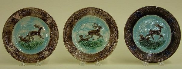 1015: SET OF THREE MAJOLICA PLATES  Stag and