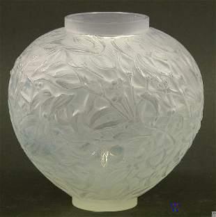 """R. LALIQUE ART GLASS VASE """"Gui"""" patter"""