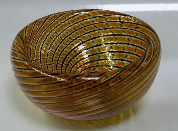 3006: ZENNARO, ORLANDO Art glass bowl with swirl desig