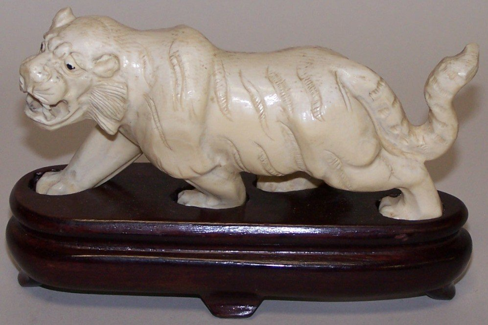 1017: ***CHINESE CARVED IVORY LION