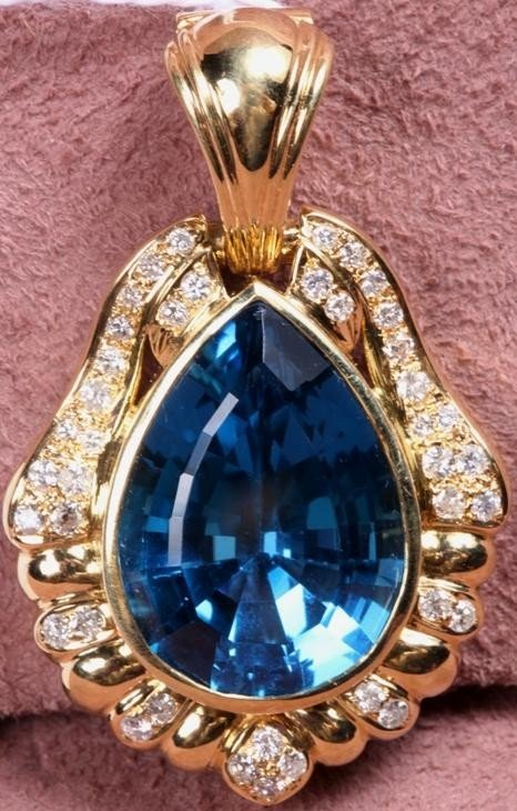 1212: ***14K YELLOW GOLD AND BLUE TOPAZ PENDANT