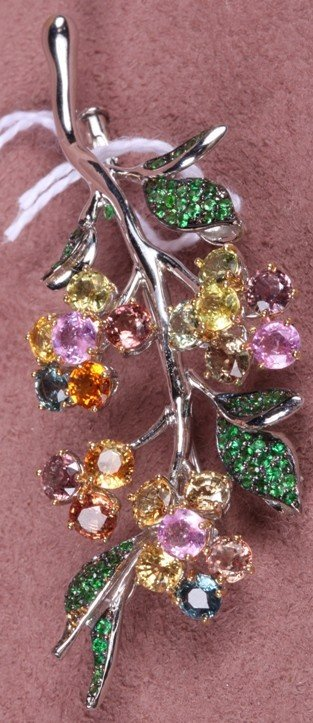 1214: 18K WHITE GOLD AND COLORED SAPPHIRE BROOCH
