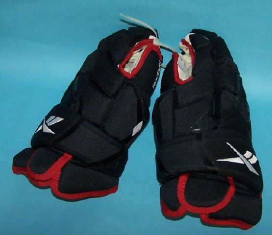 *PAIR OF BEN EAGER'S ICE HOCKEY GLOVES
