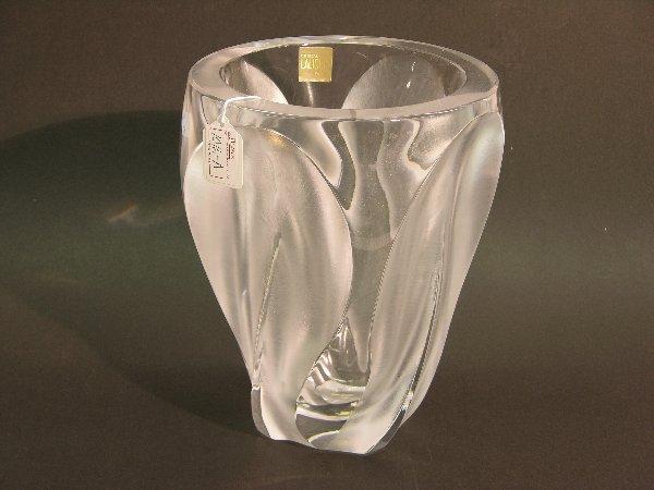 1016A: LALIQUE ART GLASS VASE