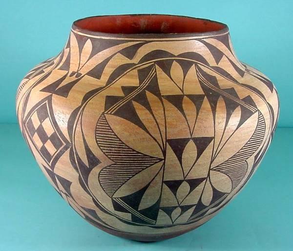 2015:  ***ACOMA POTTERY JAR| Repeating geometric design