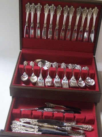 101 PIECE SET OF WALLACE STERLING SILVER FLATWARE