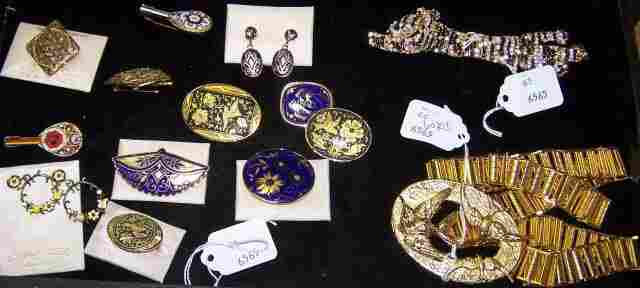 *GROUP OF COSTUME JEWELRY