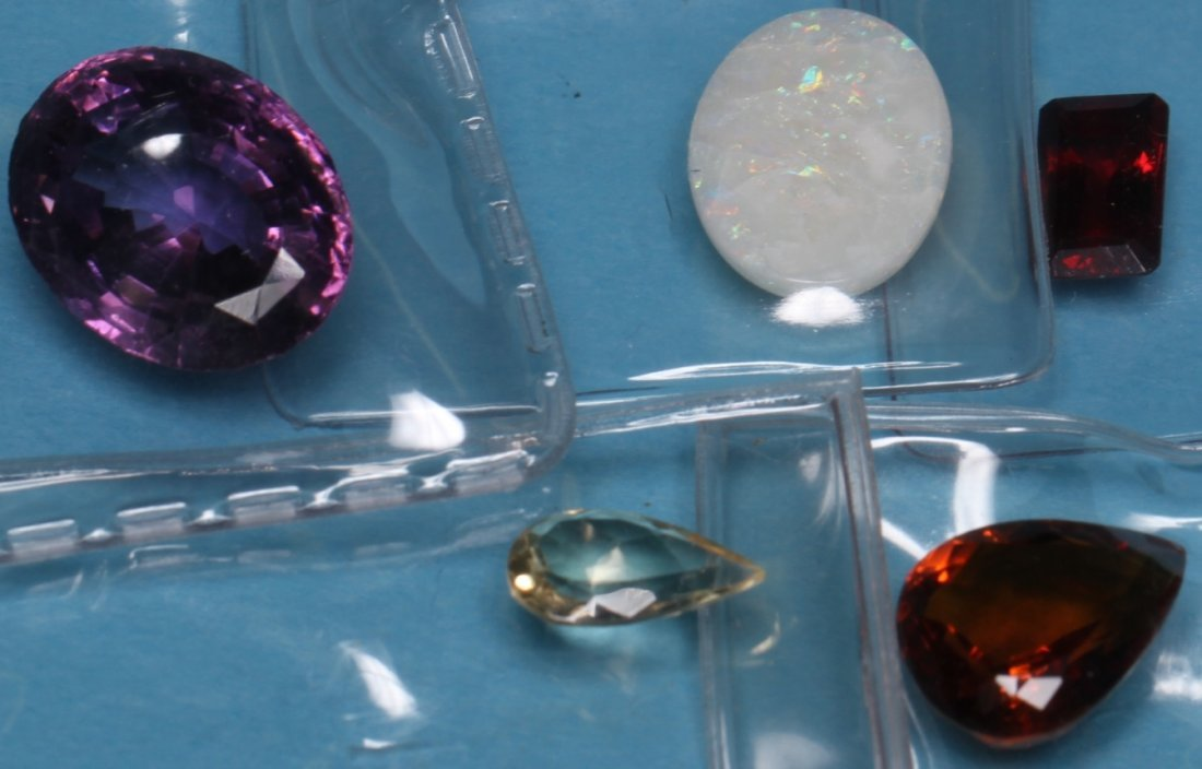 *GROUP OF LOOSE GEM STONES