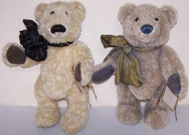 *2 JOANNE STUDIO BEARS