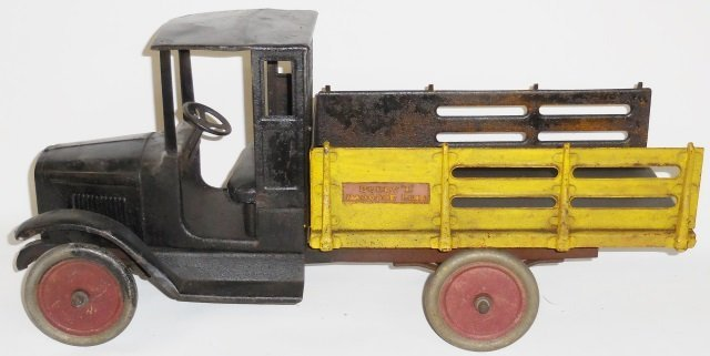 *BUDDY L PRESSED STEEL BAGGAGE TRUCK