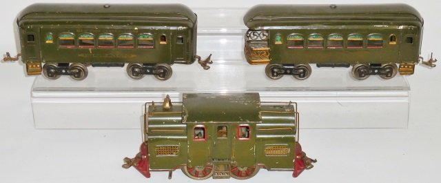 *EARLY 3-PIECE LIONEL TRAIN SET - 2