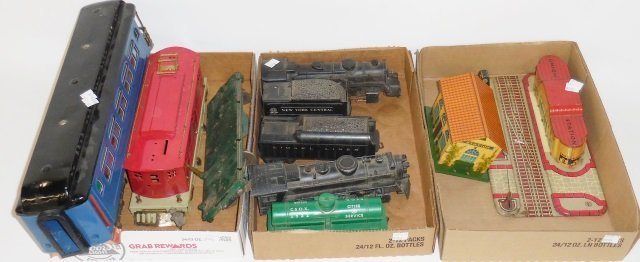 *3 GROUPS OF TRAINS AND ACCESSORIES