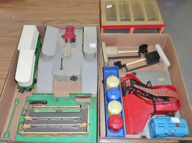 *3 GROUPS OF LIONEL O GAUGE ACCESSORIES