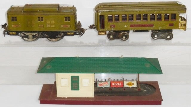 *3 PIECES OF LIONEL TRAINS AND ACCESSORIES