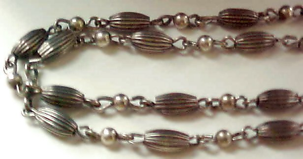 A Vintage Victorian Fluted Fancy Bead Chain Necklace