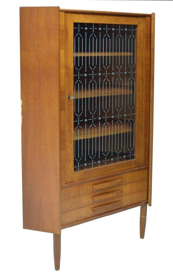 DANISH MID-CENTURY MODERN CORNER CABINET 1960S