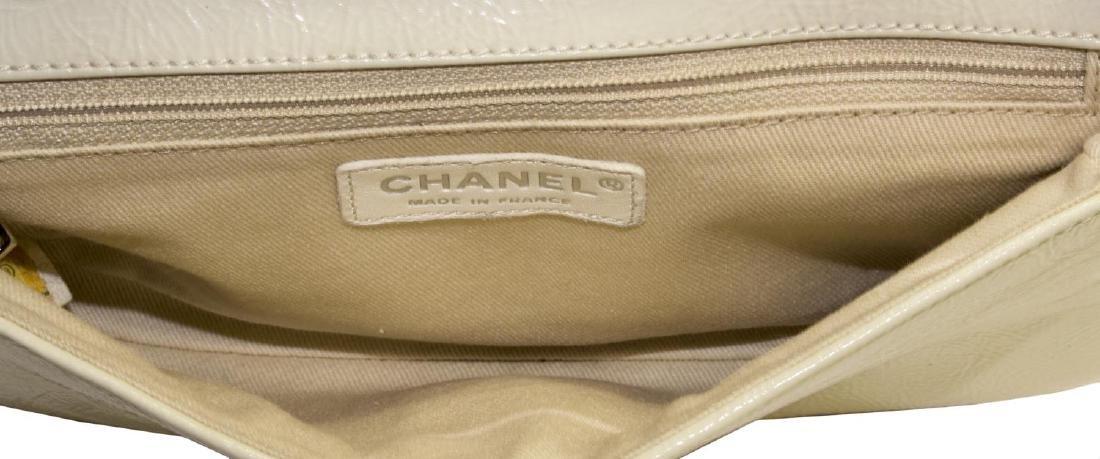 CHANEL CREAM PATENT LEATHER BAGUETTE SHOULDER BAG - 4