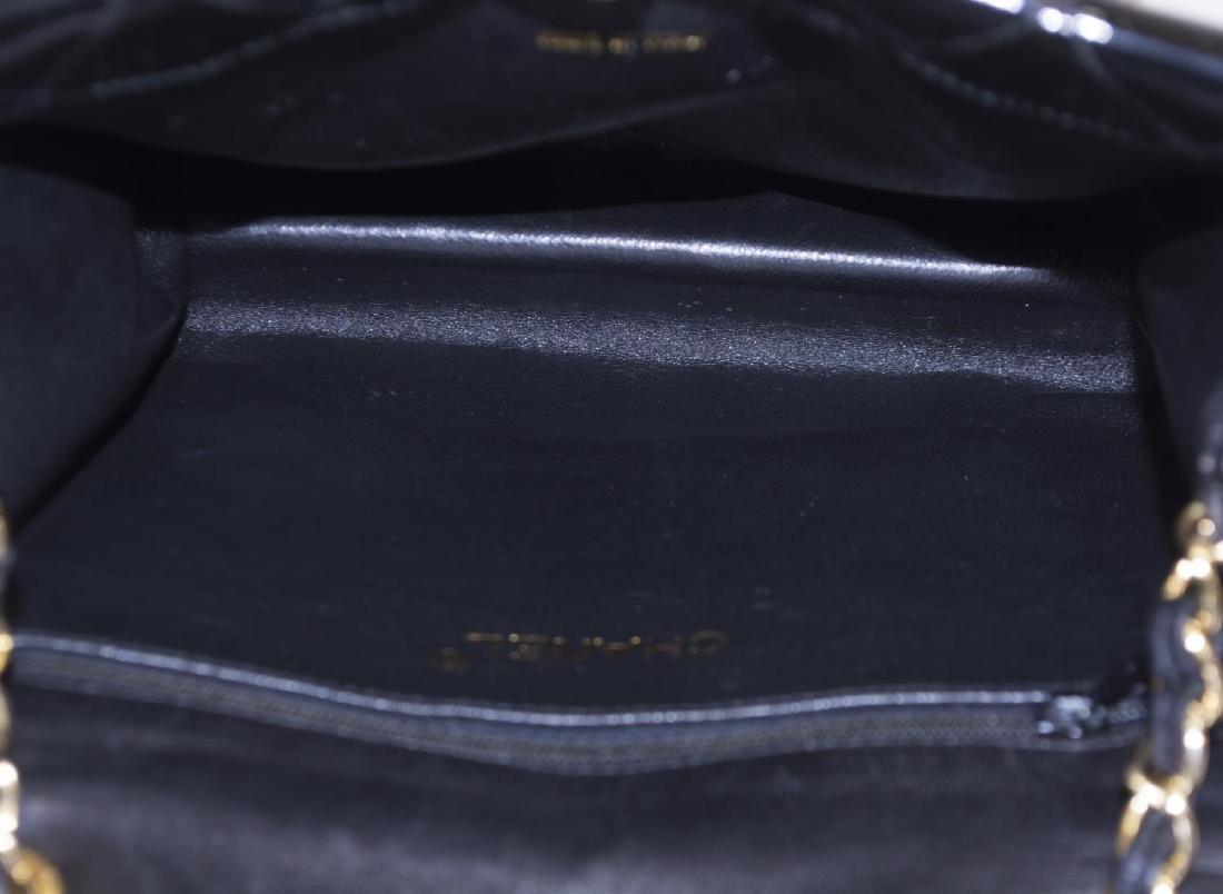 CHANEL QUILTED BLACK PATENT LEATHER SHOULDER BAG - 5
