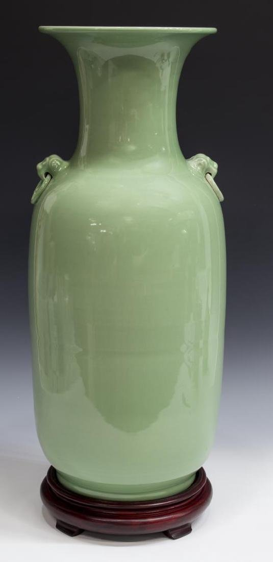 LARGE CHINESE CELADON FOO LION VASE WITH STAND - 2
