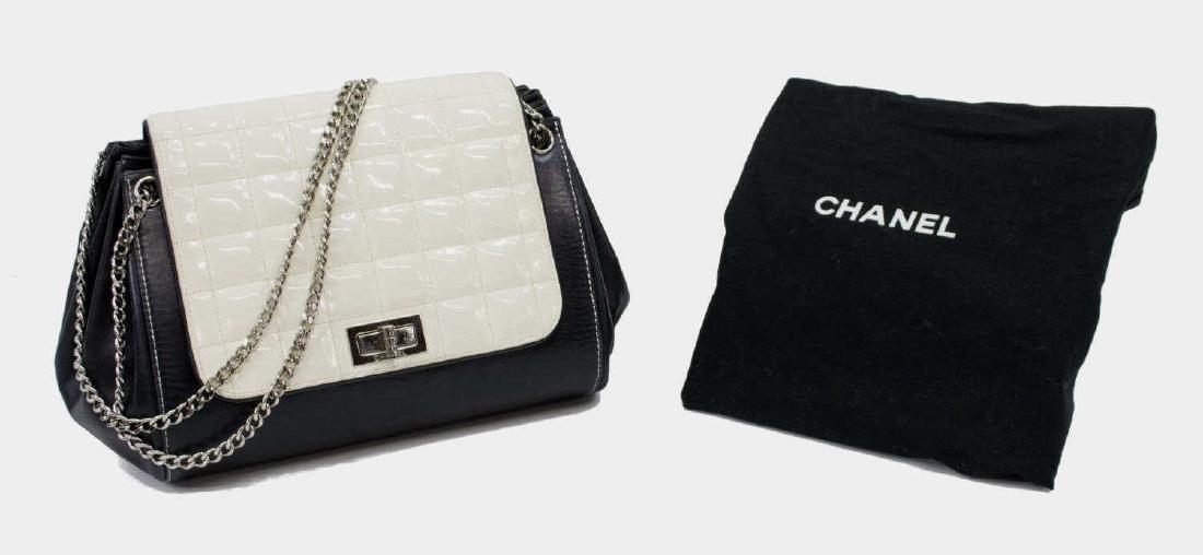CHANEL QUILTED WHITE & BLACK LEATHER SHOULDER BAG