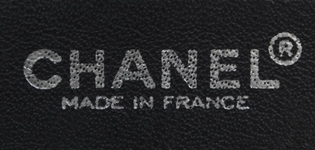 CHANEL QUILTED WHITE & BLACK LEATHER SHOULDER BAG - 4