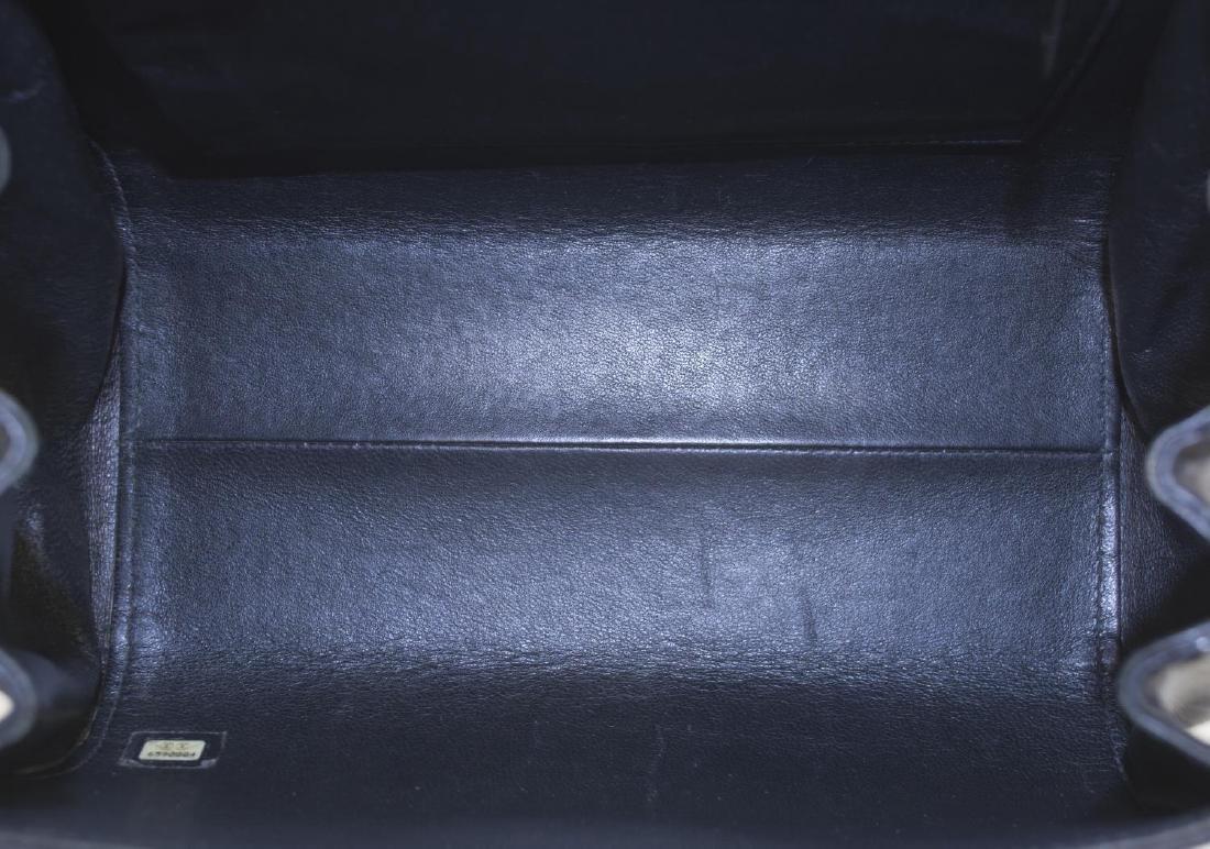 CHANEL QUILTED WHITE & BLACK LEATHER SHOULDER BAG - 5