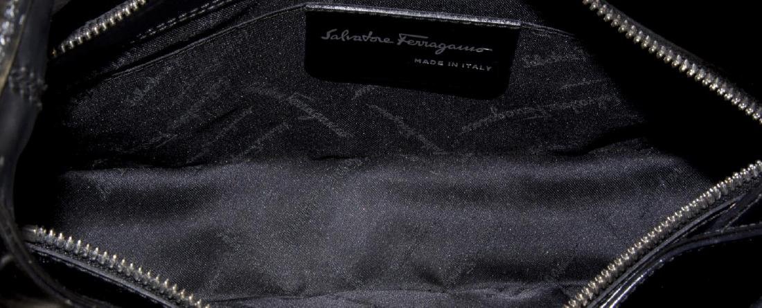 FERRAGAMO SMOOTH BLACK LEATHER SHOULDER BAG - 4