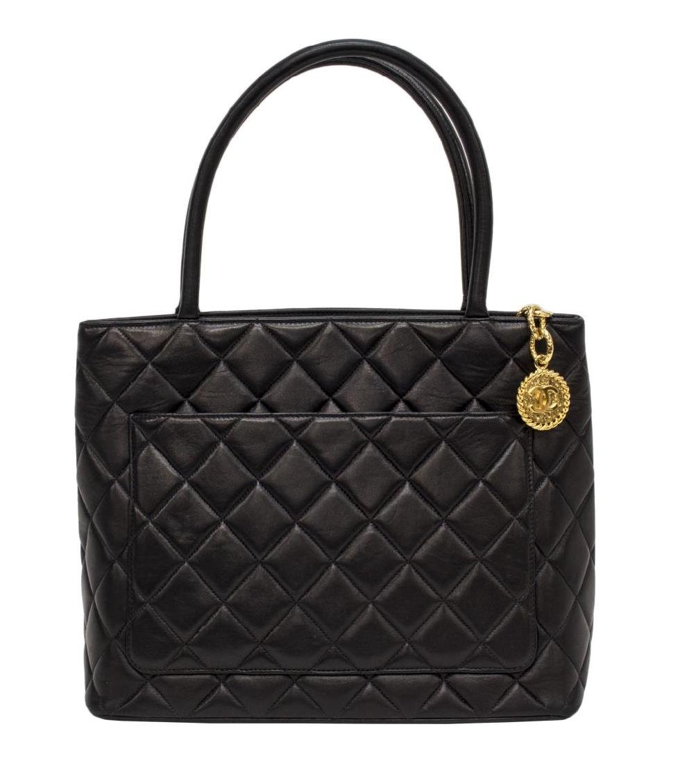 CHANEL QUILTED BLACK LEATHER 'MEDALLION' HANDBAG - 2