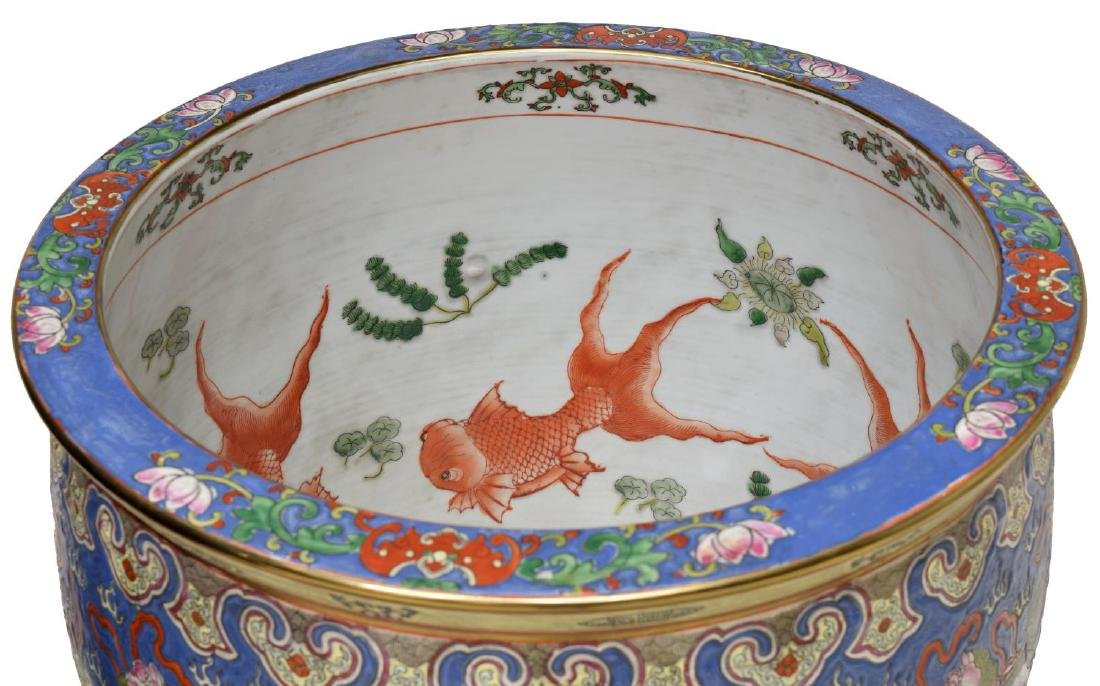 CHINESE FAMILLE ROSE PORCELAIN FISH BOWL, FU LIONS - 3