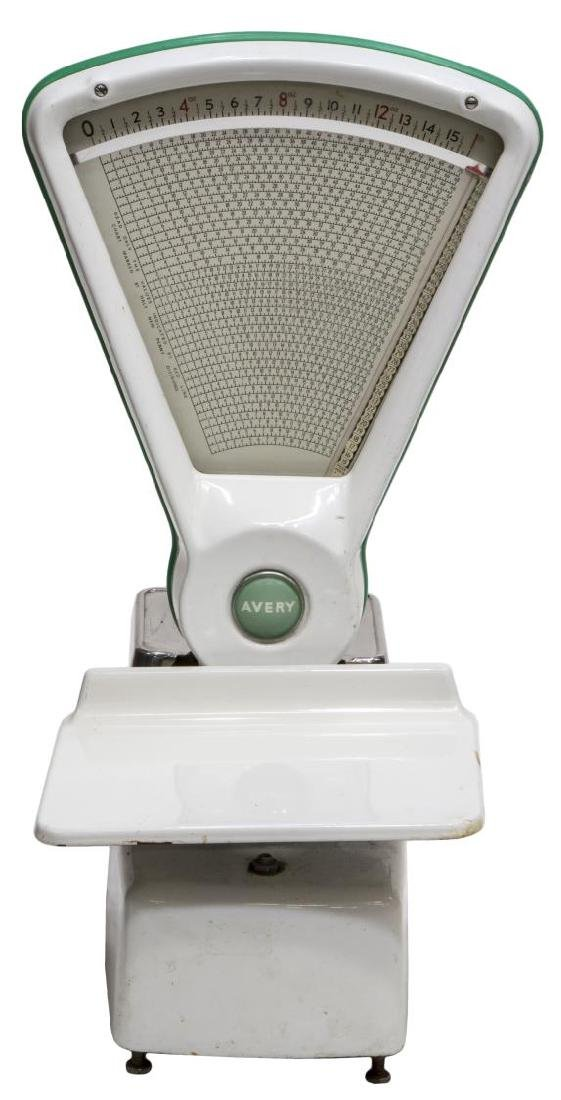 ENGLISH AVERY WHITE AND GREEN SHOP COUNTER SCALE - 2