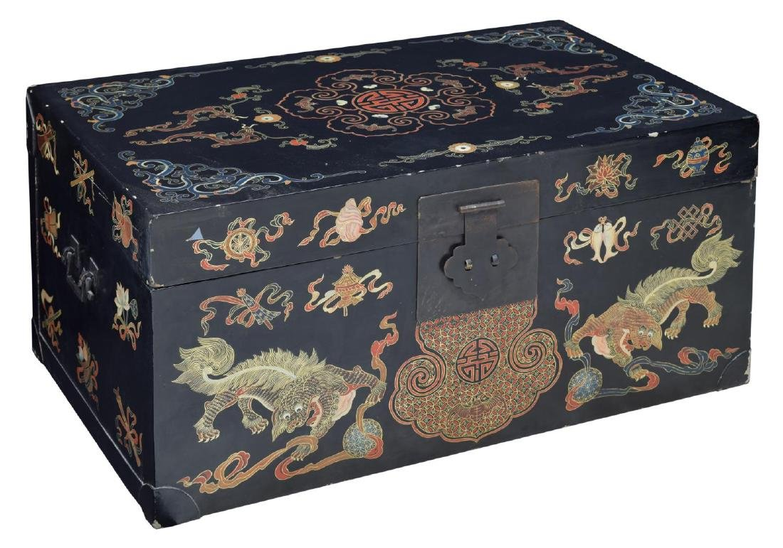 CHINESE BLACK LACQUER DRAGON DECORATED TRUNK