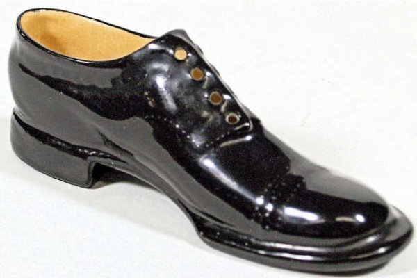 709: ROYAL BAYREUTH BLACK PORCELAIN OXFORD SHOE
