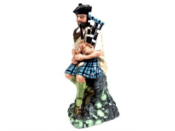 724: ROYAL DOULTON THE PIPER HN 2907