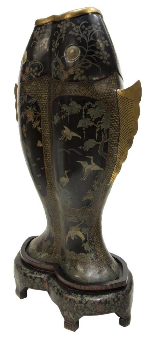 LARGE BLACK LACQUER DOUBLE FISH ABUNDANCE VASE - 3