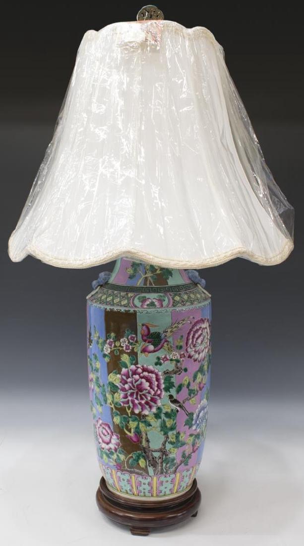 CHINESE FAMILLE ROSE PORCELAIN VASE TABLE LAMP