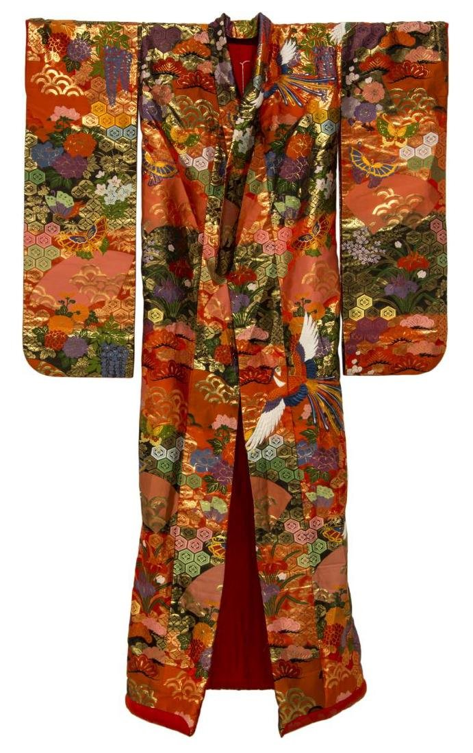 JAPANESE SILK EMBROIDERED KIMONO, 20TH C.