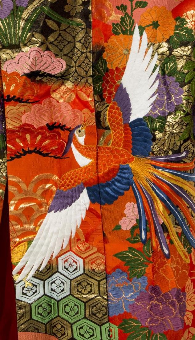 JAPANESE SILK EMBROIDERED KIMONO, 20TH C. - 2