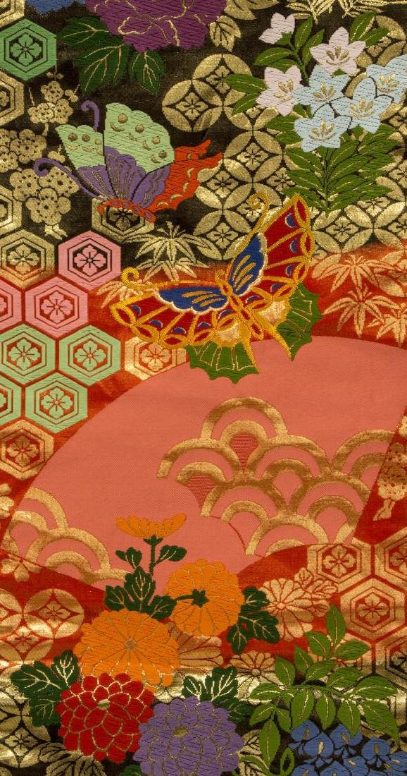 JAPANESE SILK EMBROIDERED KIMONO, 20TH C. - 3