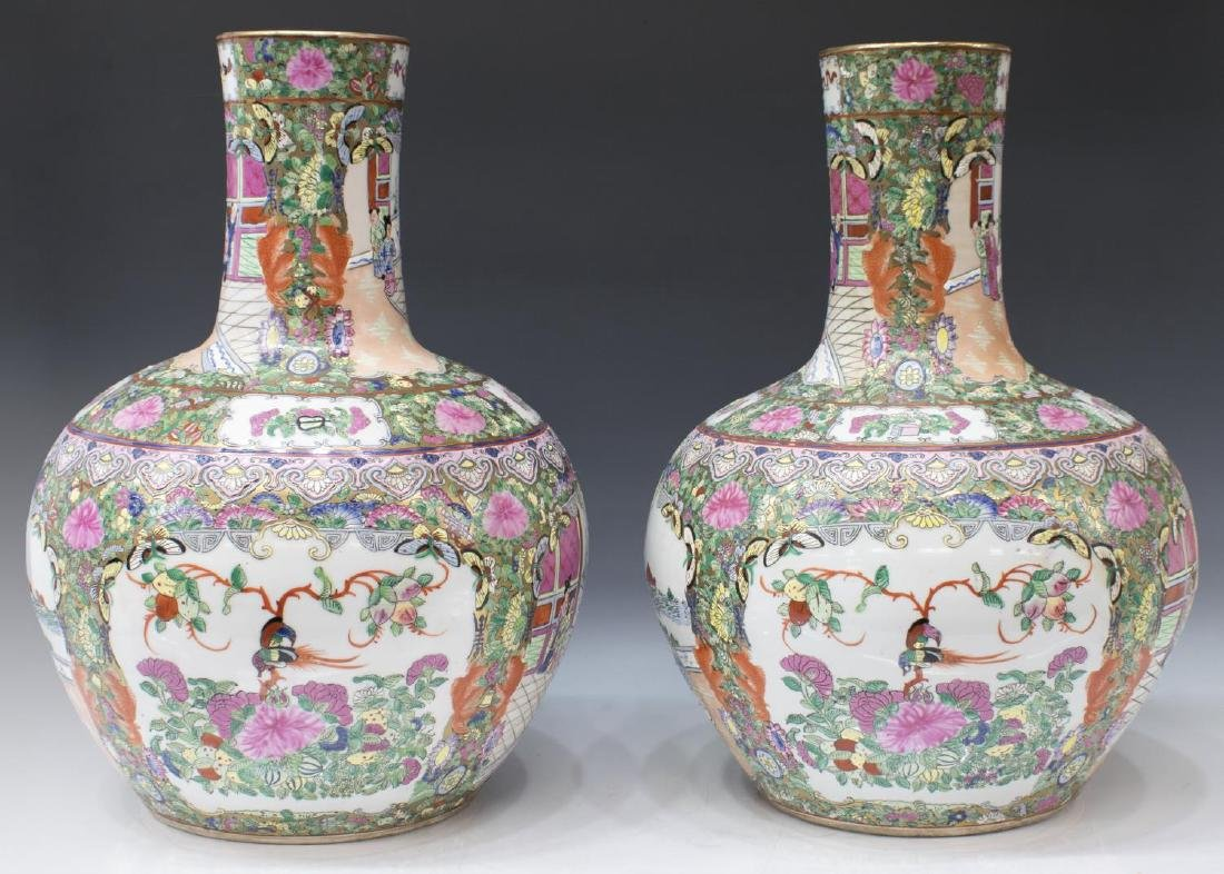 (2) CHINESE ROSE MEDALLION GILT GLOBULAR VASE - 2