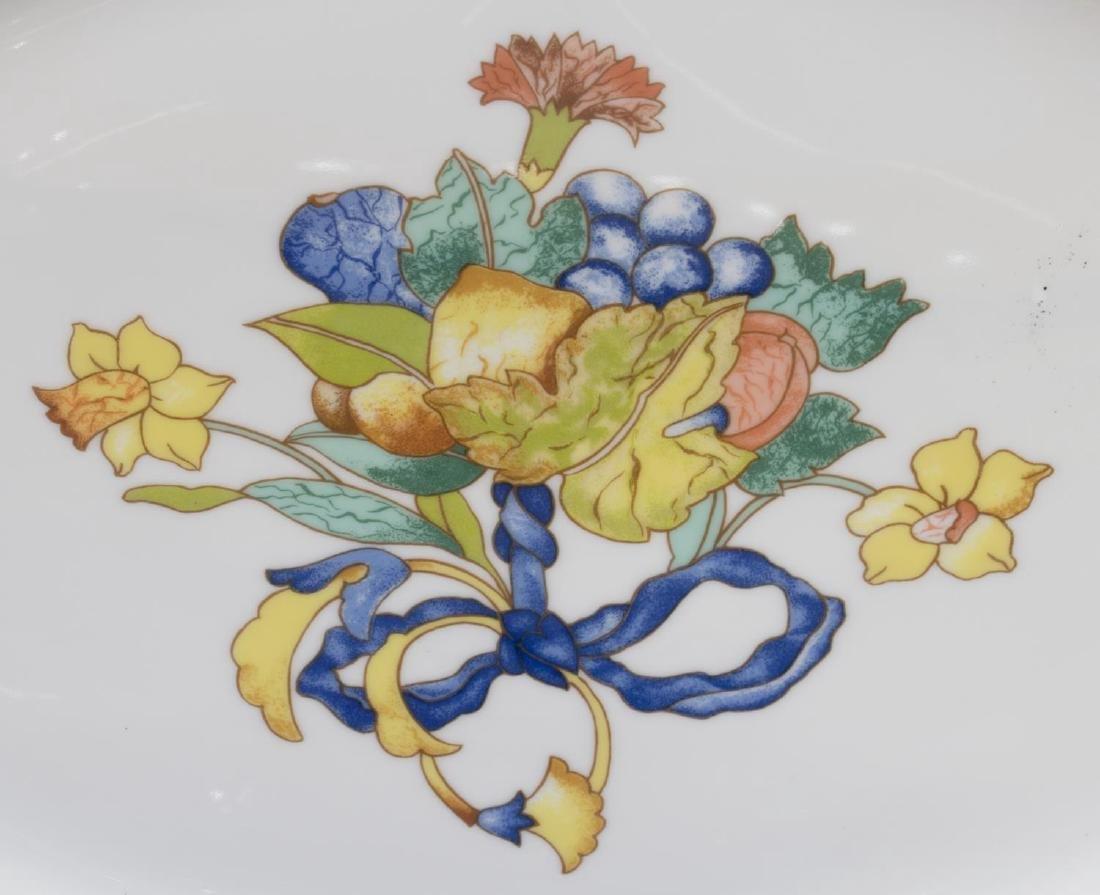 (122) BERNARDAUD LIMOGES 'BORGHESE' DINNER SERVICE - 2