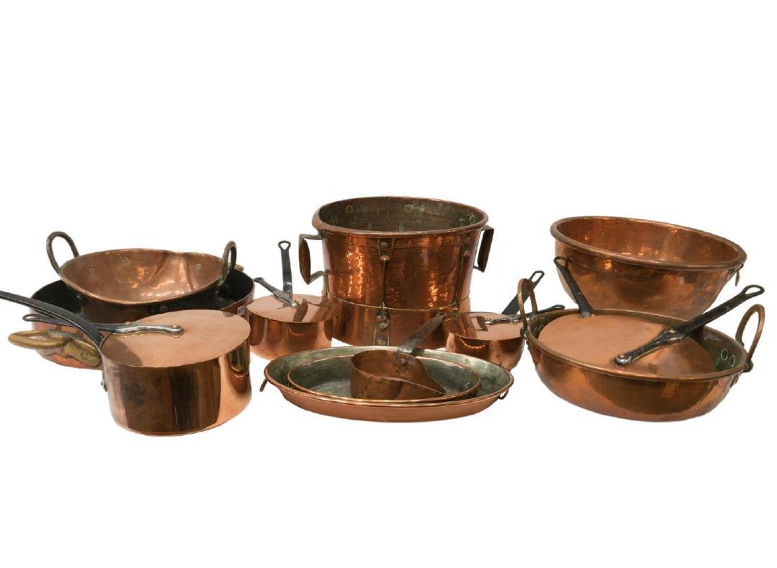 (LOT) DECORATIVE COPPER KITCHEN PANS, BOWLS, ETC.