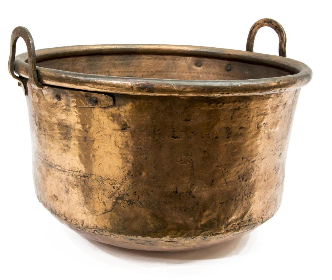 LARGE ANTIQUE HAND HAMMERED COPPER BASIN CAULDRON