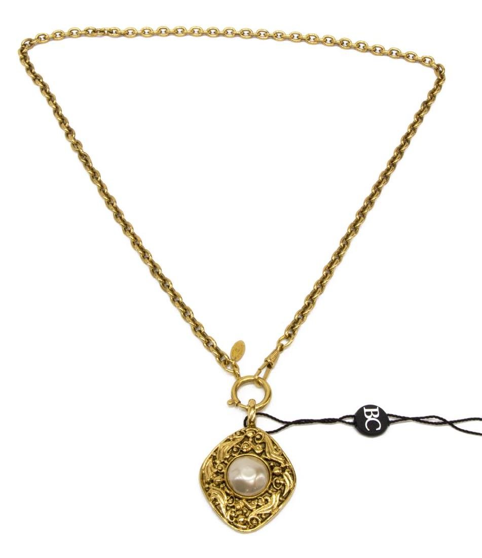 CHANEL GOLD-TONE PEARL PENDANT NECKLACE